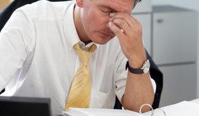 Manager müde im Büro